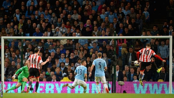 Connor Wickham of Sunderland scores their first goal past Joe Hart of Manchester City