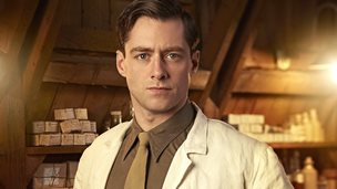 Captain Thomas Gillan played by Richard Rankin