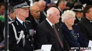 Sir Bernard Hogan-Howe, Tim Fletcher (centre) and Queenie Fletcher (right)