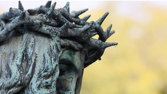 Statue of Jesus wearing a crown of thorns