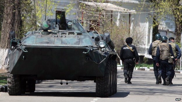 Ukrainian troops in Mariupol, 17 Apr 14