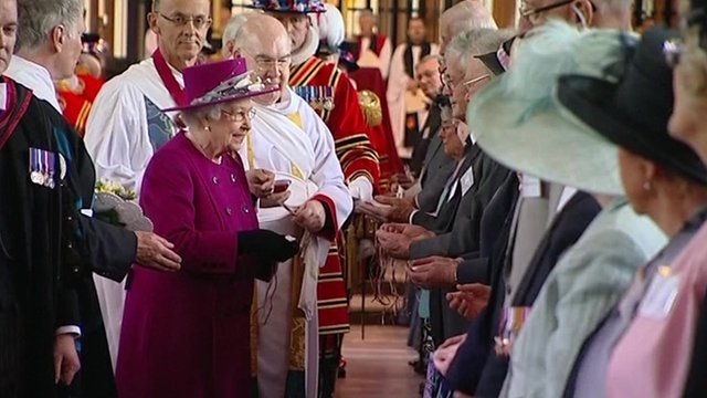 VIDEO: Queen hands out Maundy coins...