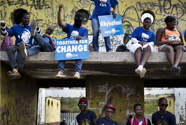 Supporters of the Democratic Alliance in Soweto, Johannesburg, on 12 April 2014