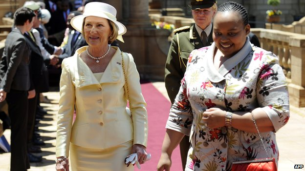 Queen Sonja (L) of Norway and Nompumelelo Mantuli Zuma, wife of South African President Jacob Zuma, attend a function on 24 November  2009 during a state visit at Union Buildings in Pretoria
