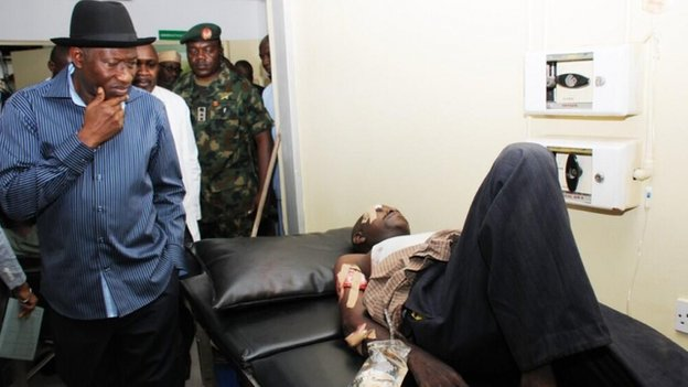 President Goodluck Jonathan visiting victims at Asokoro Hospital, 14 April 2014