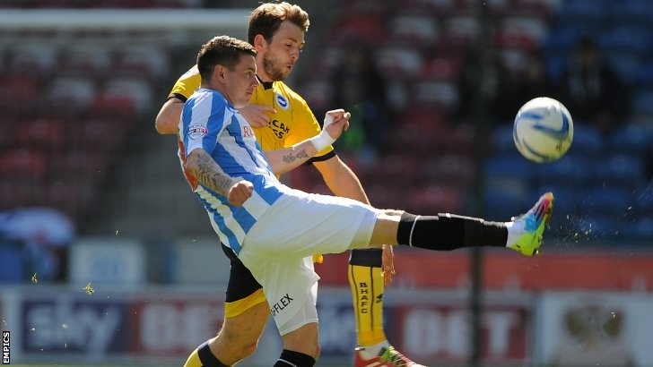 Huddersfield Town's Adam Hammill (front) and Brighton's Dale Stephens