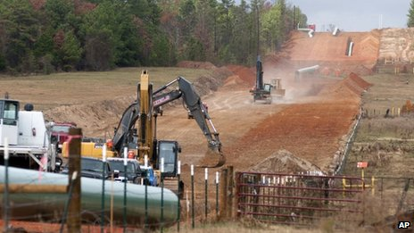 Crews work on construction of the Keystone XL pipeline near Winona, Texas, on 3 December 2012