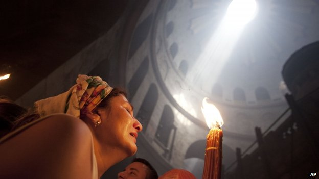 Worshipper in the Church of the Holy Sepulchre (19 April 2014)