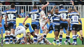 Bath celebrate a try against Worcester Warriors