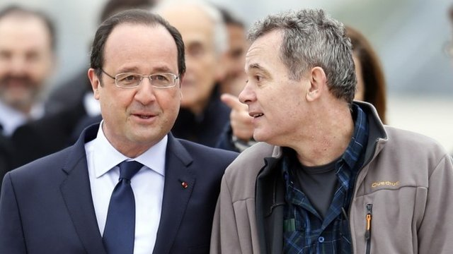 French President Francois Hollande and journalists