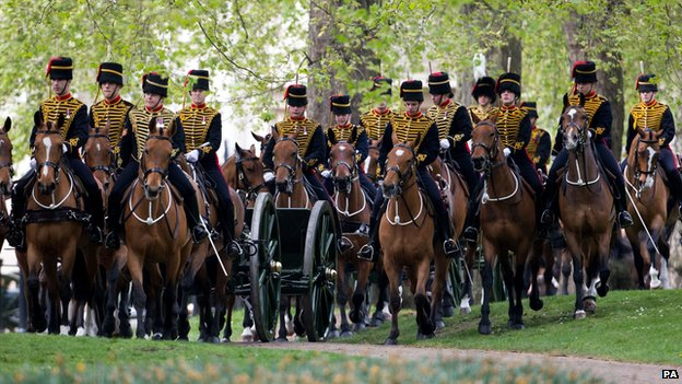 The King's Troop Royal Horse Artillery arrive at Green Park