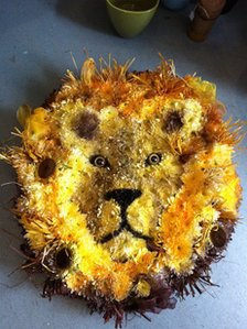 Lion flower basket