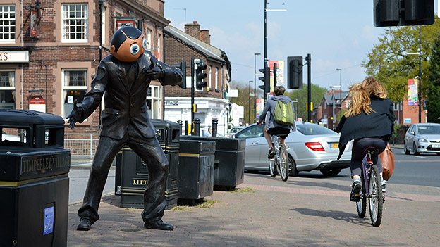 Frank Sidebottom statue in Timperley