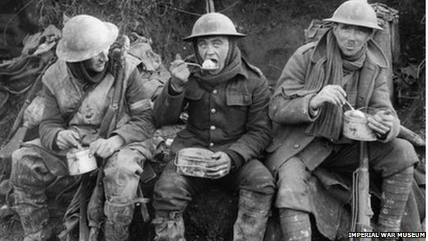 British soldiers eating hot rations in the ancre valley during the