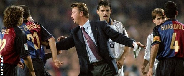 Louis van Gaal as coach of Barcelona in 1999