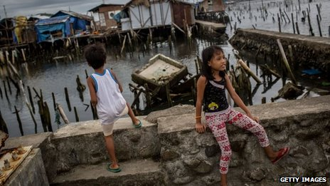 Children in Tacloban, Philippines (20 April 2014)