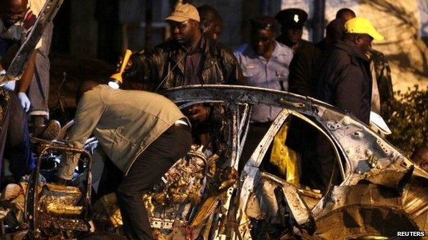 Police inspecting the wreckage of the bomb attack in Nairobi, 23 April 2014