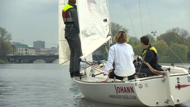 Amateur sailors on the Alster in Hamburg