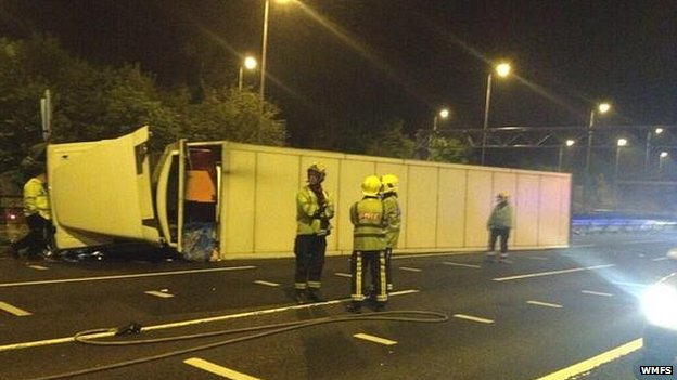 Overturned lorry on the M42