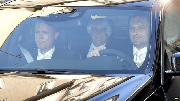Bernie Ecclestone (centre) arrives in court