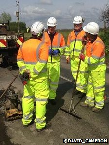 Cameron meets pothole teams