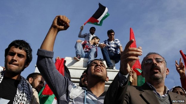 Palestinians celebrate after an announcement of a reconciliation agreement in Gaza City April 23, 2014