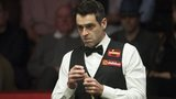 Ronnie O'Sullivan stands and looks down at the table against Joe Perry