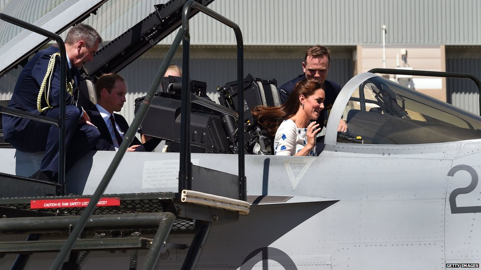 Catherine and William in an RAAF Super Hornet