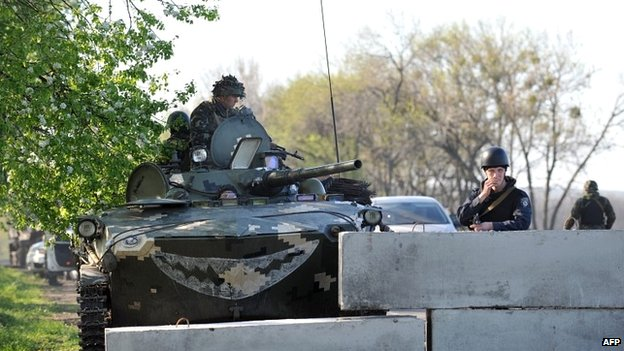 Ukrainian soldiers at a newly erected checkpoint on the outskirts of Sloviansk - 25 April 2014