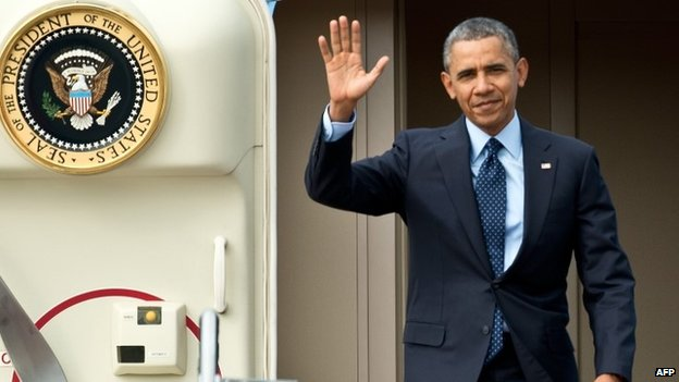 US President Barack Obama waives after landing in Malaysia. Photo: 26 April 2014
