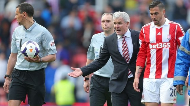 Referee was guessing at decisions - Mark Hughes