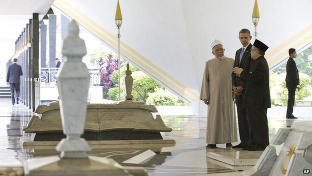 President Obama tours the national mosque in Kuala Lumpur. 27 April 2014