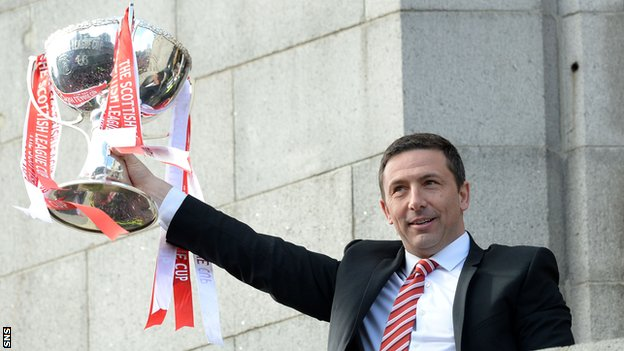 Aberdeen manager Derek McInnes with the Scottish League Cup