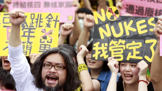 Activists shout slogans during an anti-nuclear protest in front of the Presidential Office in Taipei on 27 April, 2014