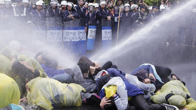 Police use a water cannon to disperse demonstrators protesting the construction of a fourth nuclear plant, in front of Taipei Railway station in Taipei on 28 April, 2014
