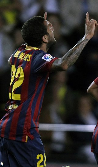 Dani Alves: Barcelona defender eats banana after it lands on pitch