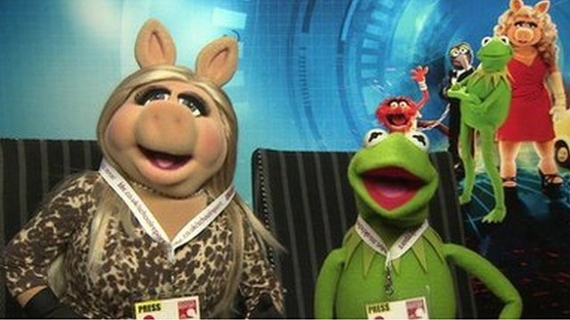 Miss Piggy and Kermit wear their School Report press passes