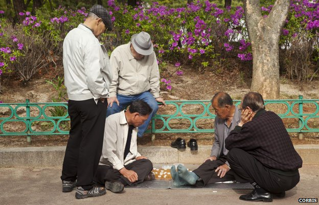 Men playing board game in Jongmyo park