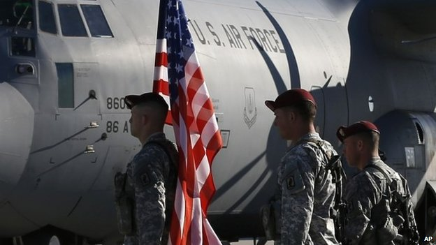US troops arrive at a Lithuanian air force base in Siauliai. Photo: 26 April 2014