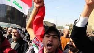 Anti-corruption protesters near Baghdad (file photo)