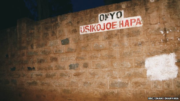 "A sign in Kenya which says ""Do not urinate here"" in Swahili"