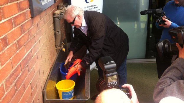 Rodney Marsh cleaning boots