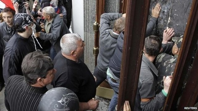 Pro-Russian activists storm the regional administration's headquarters in Luhansk (29 April 2014)