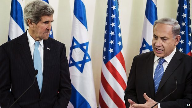US Secretary of State John Kerry, left, and Israeli Prime Minister Benjamin Netanyahu on 2 January 2014