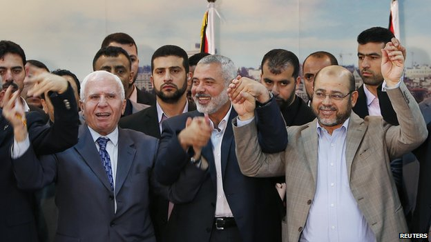 Senior Hamas and Fatah officials after signing a reconciliation agreement in Gaza on 23 April 2014