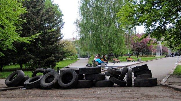 Tyres being prepared for a roadblock in in Sloviansk