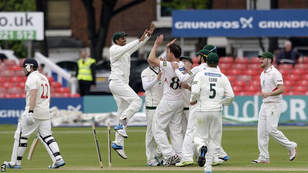 Leicestershire celebrate against Glamorgan