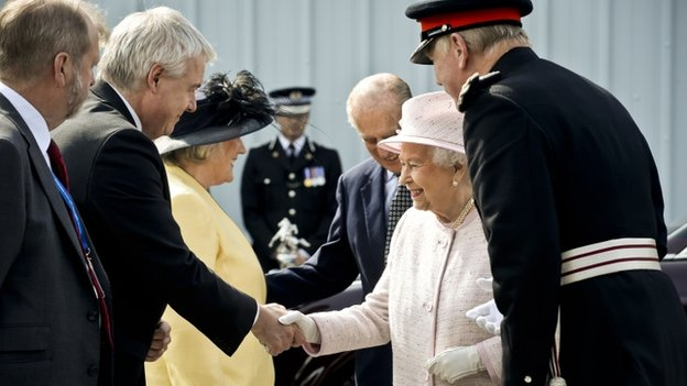 Queen and Carwyn Jones