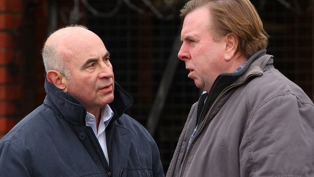 Bob Hoskins with Timothy Spall in The Street