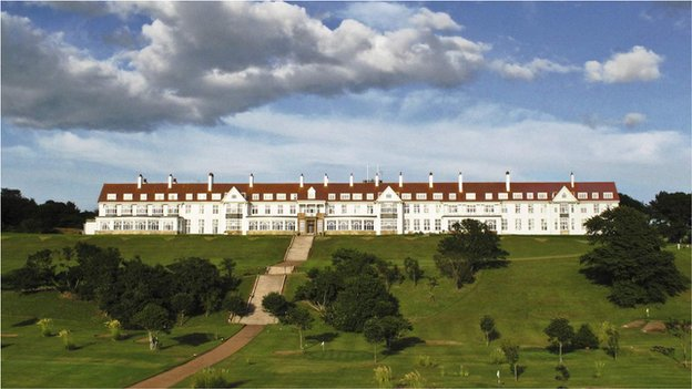 US property tycoon Donald Trump confirms Turnberry buy - BBC News